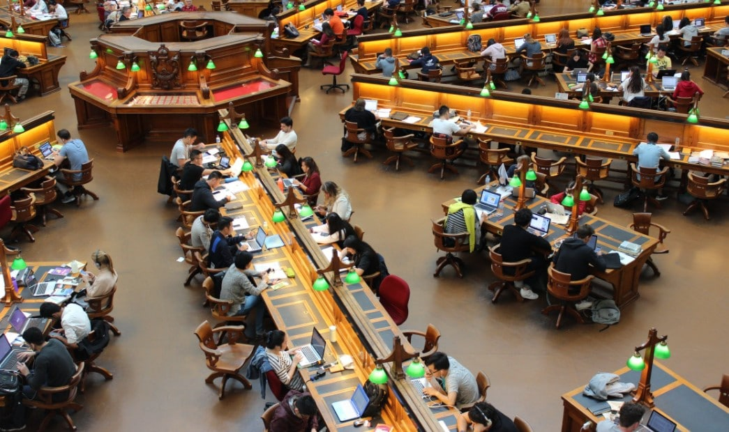 a lot of students in the library